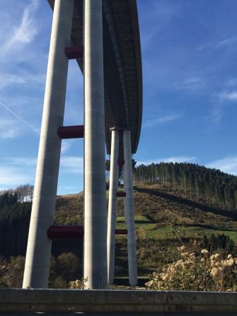 Schlüsselfertiger Bau von Immissionsschutzwänden auf den Neubaubrücken entlang der A46