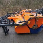 TUCHEL Maschinenbau erweitert seine Anbaukehrmaschine PROFI-CHAMP um eine zusätzliche Kratzvorrichtung