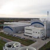 In Emlichheim ging im Sommer 2013 Deutschlands erstes Strohheizkraftwerk in Betrieb. (Foto: Winkhaus)