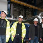 Uwe Peters und Christoph Pieper führen Thomas Röttering, Rainer Schüür und Mirko Reich durch das Biokraftwerk. (Foto: Winkhaus)