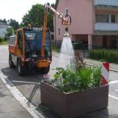 Für die warme Jahreszeit, in der das Gießen und Bewässern von öffentlichen Grünanlagen durchgeführt werden muß, bietet Bertsche eigene System-Lösungen an.
