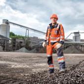 Betriebsschlosser Ivo Fillmann kümmert sich um die Instandhaltung der Anlagen im Steinbruch.