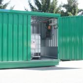 Lager für zwei IBC-Container incl. Dosier- und Regeleinrichtung: WHG-Konform mit spezifischer Auffangwanne zum ebenerdigen Einbau.