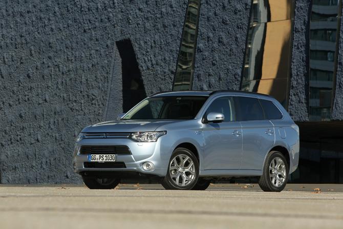Deutscher Städte- und Gemeindebund testet Plug-in Hybrid Outlander von Mitsubishi