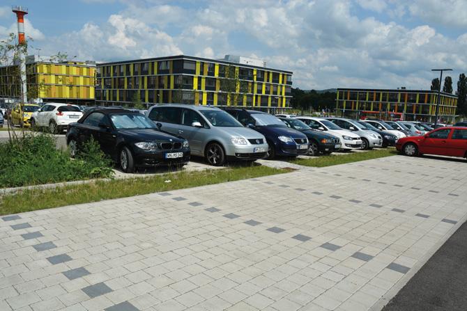 Moderner Parkplatz für Spitzen-Klinik