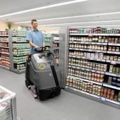 Mit dem wendigen Gerät der Aufstehklasse hat der Anwender durch seine erhöhte Position die Arbeitsumgebung sicher im Blick und kann wirtschaftlich reinigen.