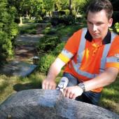 kd155 lindschultegrabstein2 170x170 - Gar nicht makaber: Grabsteinprüfung