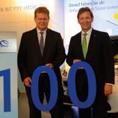 Partner für Elektromobilität: Günter Reichart, Vorstandsmitglied der EWR AG (re.), und Dr. Arndt Neuhaus, Vorstandsvorsitzender der RWE Deutschland AG (li.).