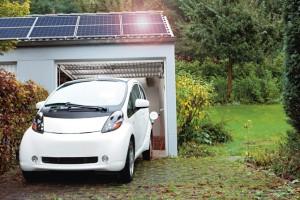 Privatkunden: Das Elektroauto lädt mit der RWE eBox Sonnenstrom.