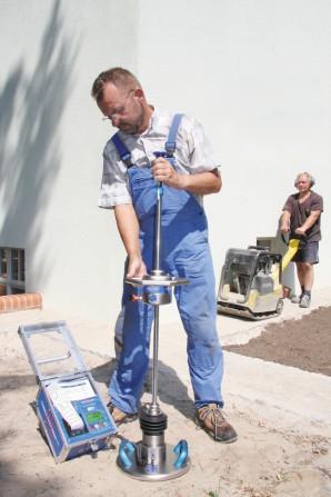 kd155 terratest1 - Fallgewichtsgerät gegen Pfusch im Tief- und Straßenbau