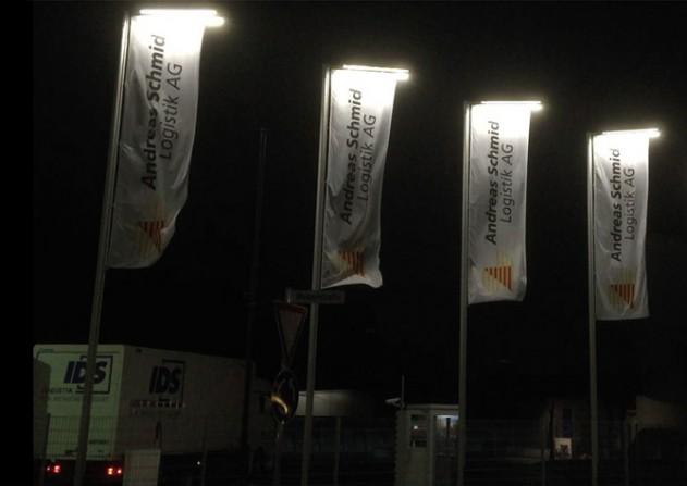 kd161 fahnen 1 - Fahnen mit LED-Beleuchtung fallen auf