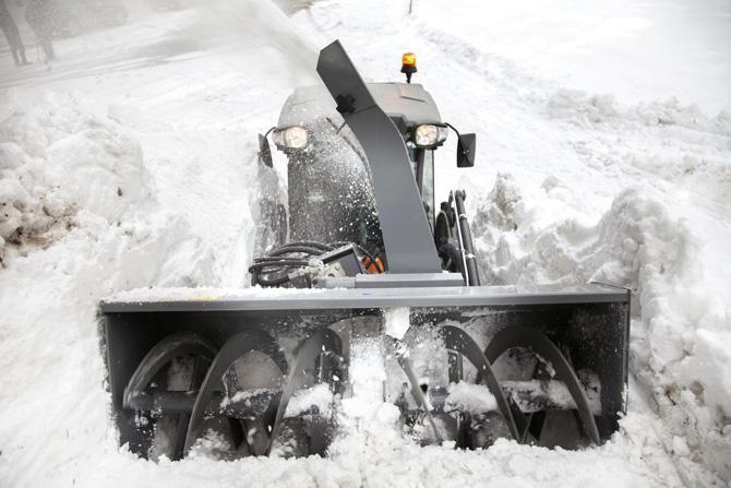 kd161 kaercher1 - Kärcher: Erstmals Frontlader für Kommunalmaschinen der Mittelklasse