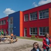 Ein neues Schulgebäude ist in der Regel bereits nach wenigen Wochen bezugsfertig. Die Hauptbautätigkeit kann zum Beispiel auf die Sommerferienzeit gelegt werden.