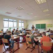 KLEUSBERG schafft mit einem erfahrenen Team die richtige Umgebung, damit Kinder und Jugendliche motiviert lernen können und entspricht selbstverständlich den Leitlinien der DGNB (Deutsche Gesellschaft für Nachhaltiges Bauen e. V.)