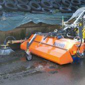 kd163 tuchel2 170x170 - Mit zwei kraftvollen Anbaugeräten aus der neuen Kehrmaschinen- Generation