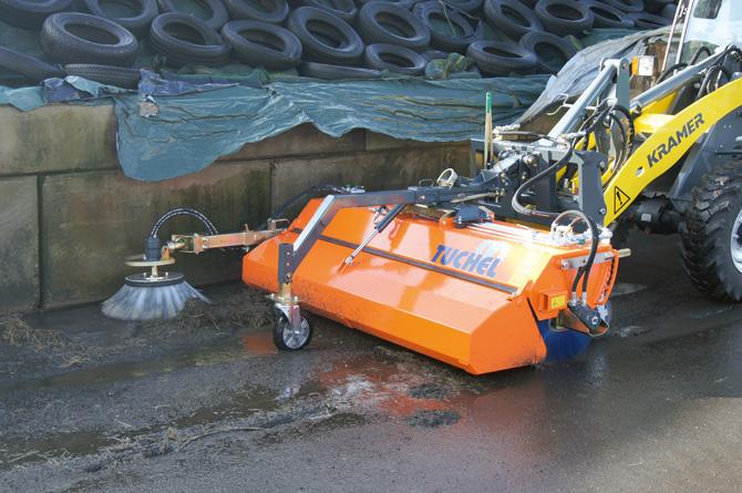 kd163 tuchel2 - Mit zwei kraftvollen Anbaugeräten aus der neuen Kehrmaschinen- Generation