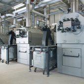 Drei Pelletkessel Vitoflex 300 von Viessmann mit einer Gesamtleistung von 1.650 Kilowatt decken den Spitzenbedarf an Heizenergie.
