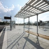 Fachgerechte Ausführung einer Betonpflasterfläche am Neu-Ulmer Busbahnhof. (Foto: SLG)