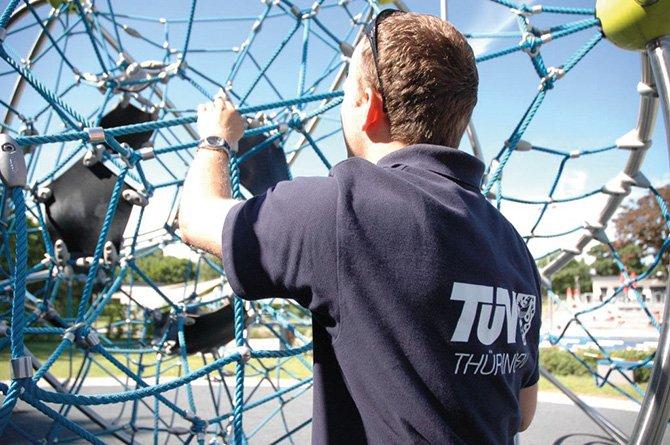 kd166 tuev2 - Spielplätze fit für die neue Saison machen