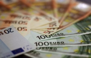 money 1033647 960 720 300x192 - Geld