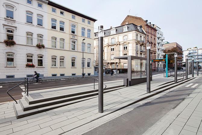kd171 beton - Stadtbahn-Pendler stehen auf Beton