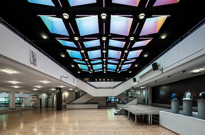 kd171 trilux3 - Licht mit Bestnoten – Beleuchtung von TRILUX macht Schule