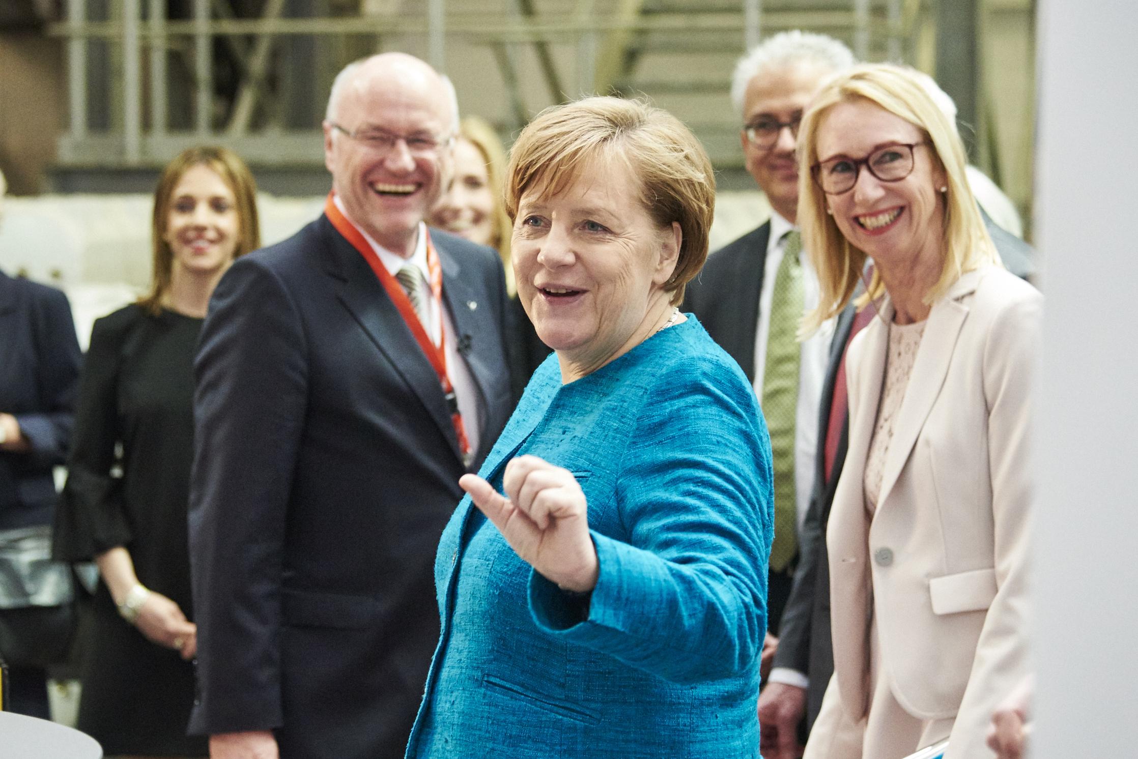 Viessmann 2017 007 - Bundeskanzlerin Merkel bei Eröffnung des Viessmann-Technikum
