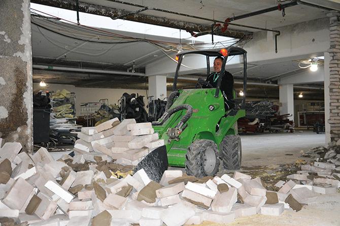 AVANT e5 beim Einsatz in der Gebäudesanierung