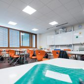 kd172 trilux2 170x170 - Klassenbester in Effizienz – Beleuchtung für Bildungsbauten von TRILUX