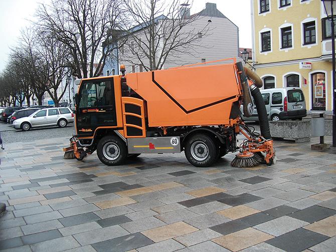 kd174 kiefer - Straßen- und Gehweg-Reinigung mit BOKIMOBIL Kommunalfahrzeug