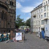 Die Innenstadtlage mit Münsterplatz und Basilika prägten den Ablauf der Kanalsanierungsmaßnahme im Zentrum von Bonn.
