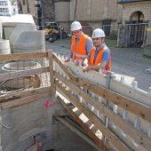 Mit dem Fortschritt der Arbeiten zufrieden: Friedrich Wassermann-Bauleiter Florian Bloch (li.) und Aarsleff-Bauleiter Mubarak Bunjaku.