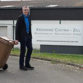 """Heiko Kreutz, Leiter der Abfallwirtschaft Cochem-Zell, spricht von einer erfolgreichen """"Aktion Wechsel Bio-Filtermaterial""""."""