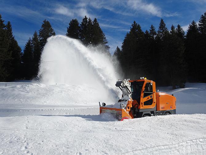 Zaugg-Rolba R500: die neue Dimension im Bereich der selbstfahrenden Schneefrässchleudern.