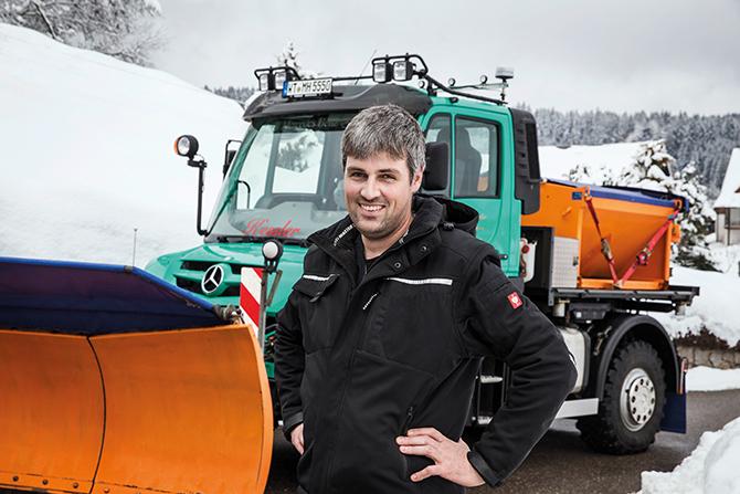 kd183 unimog1 - Mercedes-Benz Unimog befreit Südschwarzwald von Eis und Schnee