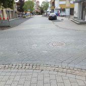 Vorher: Kreuzung Kirchgasse/Ecke Rathausplatz (Foto: Gemeinde Haßloch)