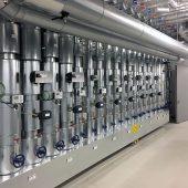 """Zehn Wasserzähler """"Hydromess® 62"""" melden die Verbräuche der einzelnen Nutzungsbereiche an die GLT. Damit ist nicht nur eine interne Kostenzuordnung möglich, sondern auch die Überprüfung, ob der bestimmungsgemäße Betrieb der Trinkwasseranlage gewährleistet ist."""