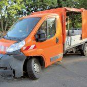 Kollisionsschaden: Bei einem Verkehrsunfall im Sommer 2018 hat der Citroën Jumper einen Totalschaden erlitten. Die Eigentümergemeinde hat das Fahrzeug über das Auktionsportal der Vebeg veräußert.