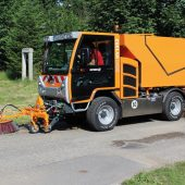 kd219 boki 170x170 - BOKI Kommunalfahrzeug mit Wildkrautbürste
