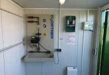 Chemikalienlagerung einfach und sicher – Neuer IBC-Lagercontainer für Phosphatfällmittel