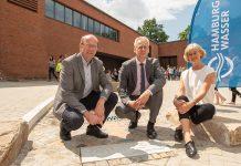 Neuer Schwamm-Schulhof mindert  Starkregen-Folgen