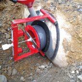 Mit dem Sanierungsstutzen von Funke werden die defekten Anschlüsse an den Stahlbetonkanal DN 300 erfolgreich saniert. (Foto: Funke Kunststoffe)