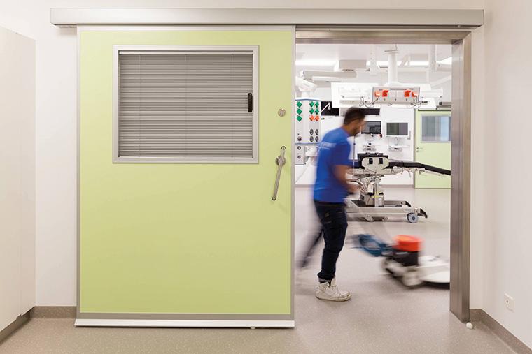 """Die Kautschuk-Beläge """"Made in Germany"""" liegen in Hunderten von Krankenhäusern weltweit und stellen dort ihre Leistungsfähigkeit unter Beweis. (Copyright: Dirk Wilhelmy)"""