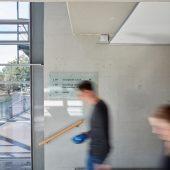SALTO Gateways bilden die Funkinfrastruktur des Zutrittssystems im Kreishaus Gütersloh. (Foto: SALTO Systems)