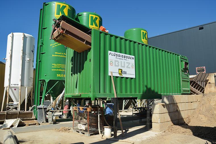Mit dieser Anlage produziert das Unternehmen Erdbau Kuhn in Kirchhardt Flüssigboden