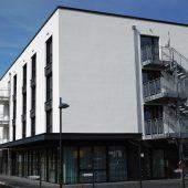 Die Höhe des Gebäudes hätte ohnehin den Einsatz von Brandriegeln aus nichtbrennbarer Mineralwolle in der Fassadendämmung notwendig gemacht. Für mehr Sicherheit sorgte die Entscheidung für 100 Prozent Steinwolle.