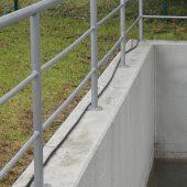 Die Stahlbetonkonstruktion ist mit dem rissüberbrückenden und wasserbeständigen Oberflächenschutz StoCrete FB beschichtet. Dadurch ist das Becken leicht von Schmutz zu reinigen. (Fotos: StoCretec)