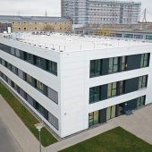 Außenansicht der COVID-19-Intensivstationen am Universitätsklinikum Düsseldorf (Foto: Cadolto Modulbau GmbH)