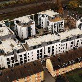 """Der Neubaukomplex """"Ohmgärten"""" umfasst vier Wohngebäude mit insgesamt 100 Wohneinheiten. Die Eigentums- und Sozialwohnungen wurden mit separaten Glasfaserzuleitungen und der TV-Versorgung über ASTRA Satellit 19,2 Grad Ost ausgestattet."""