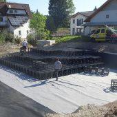 Die 600 x 600 x 600 mm großen Kunststoffelemente sind an der Einbaustelle leicht zu handhaben und schnell verlegt. (Foto: Funke Kunststoffe)